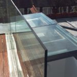 Sliding glazed roof hatch