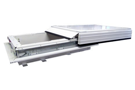 Sliding hatch with telescopic runners